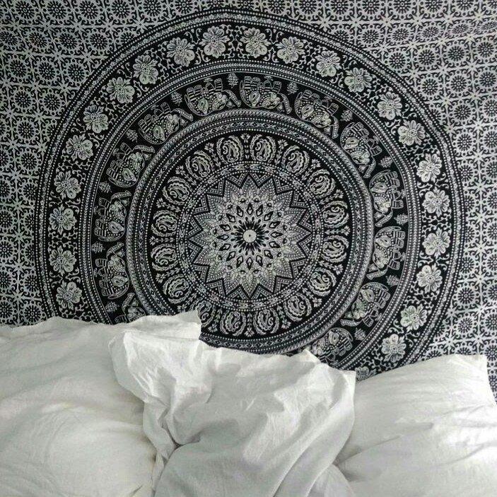 bedroom 😴🌃🌛 - La tapisserie vient de chez www.royalfurnish.com et la qualité est vraiment top pour ceux que ça intéresse !