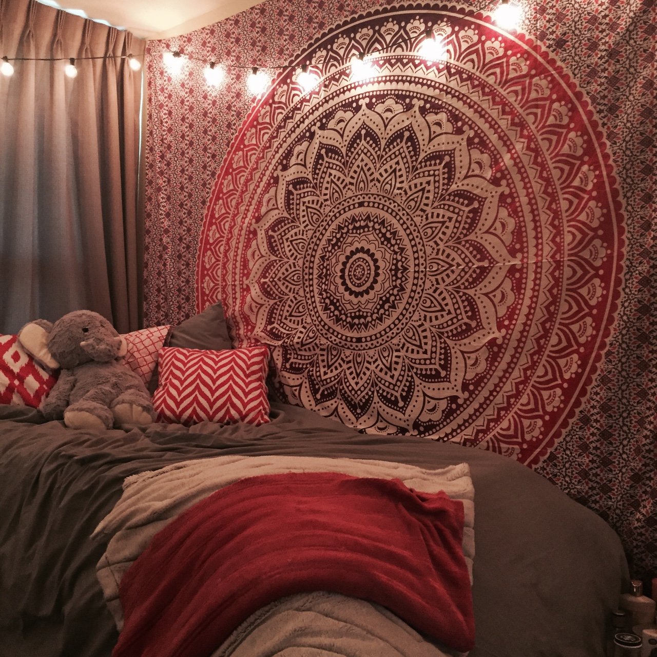 Delicieux Maroon Floral Ombre Mandala Wall Tapestry Bedding, Beach Throw