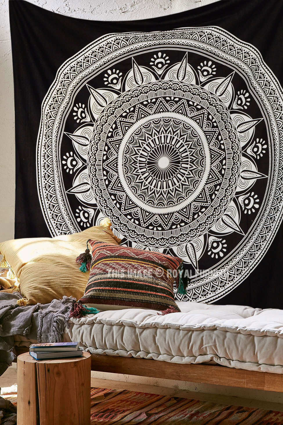 Black & White Long Leafs Circle Mandala Tapestry, Boho Wall Hanging - RoyalFurnish.com