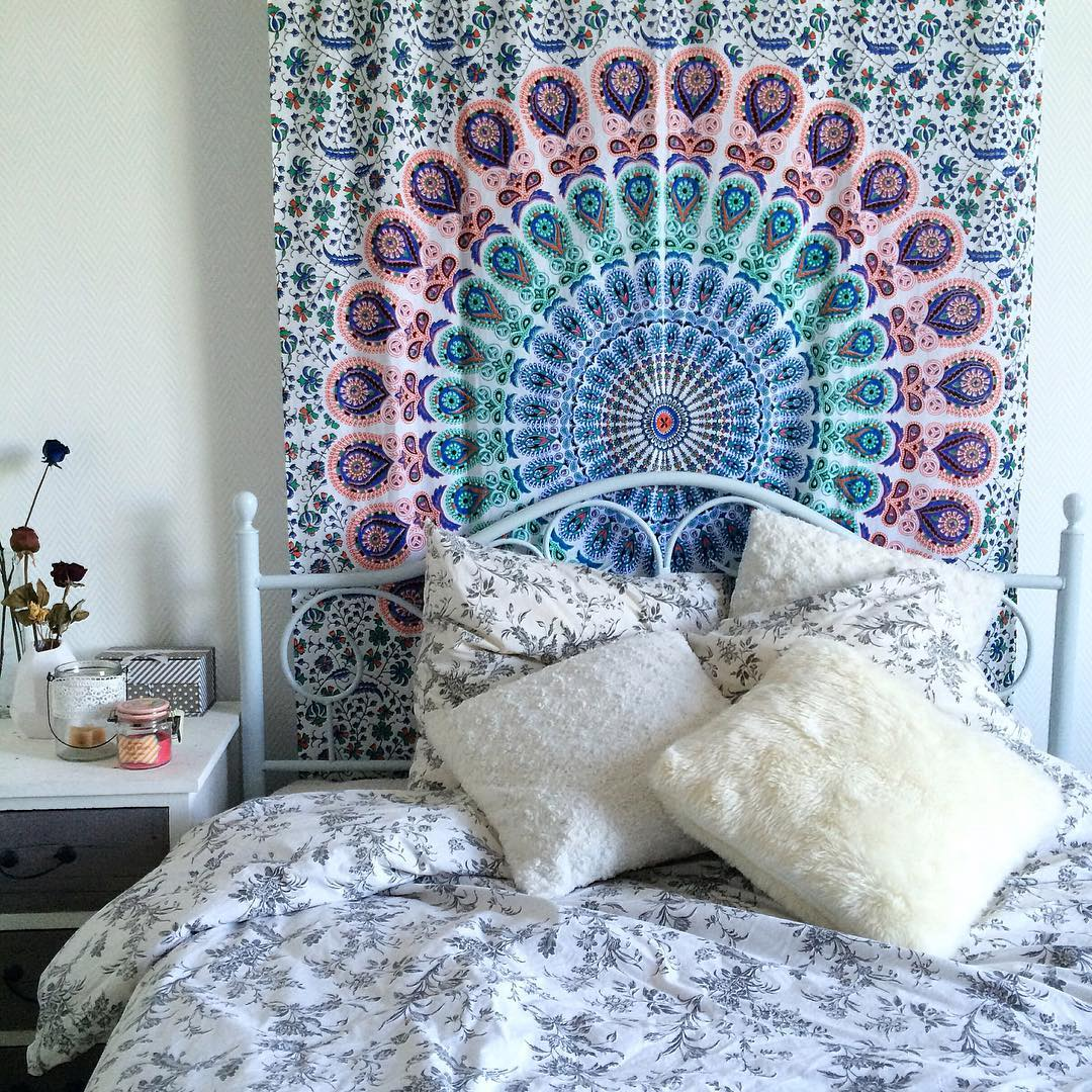 small multi leafs white mandala bohemian wall tapestry hippie indian bedding. Black Bedroom Furniture Sets. Home Design Ideas